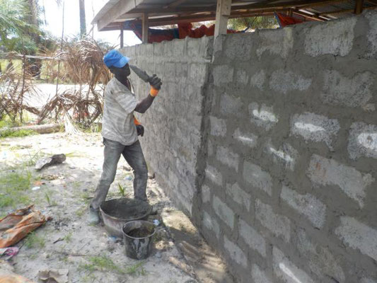 Aufmauern des Holzbaus
