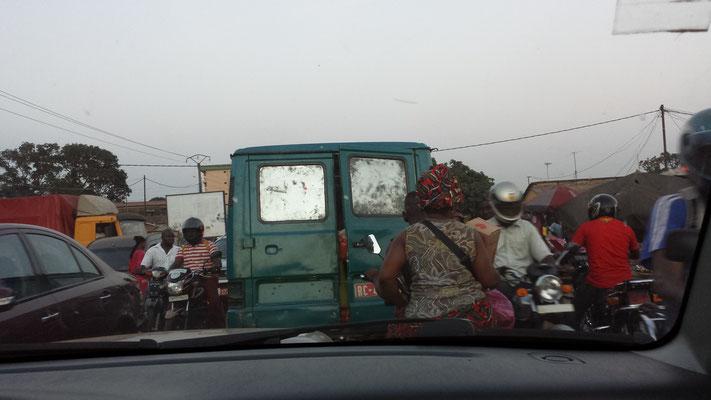 alltägliches Verkehrschaos in Conakry