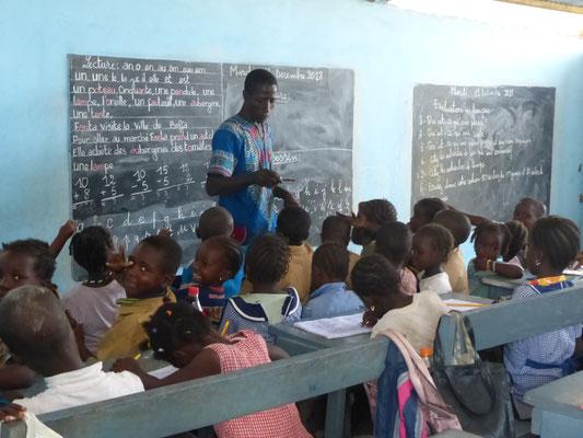 Mehrklassenunterricht im Schulhaus Provisorium