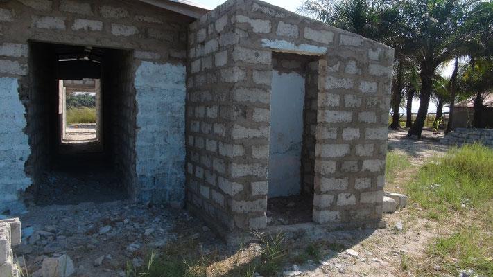 Lehrerunterkünfte, Toilettenanbau