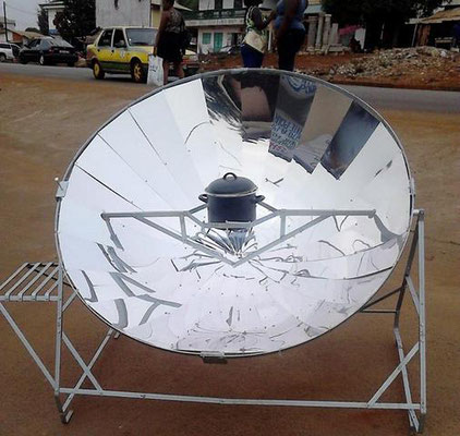 Test des Solarkochers in Guinea