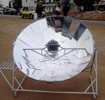 Test des Solarkochers in Guinea