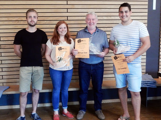 Gewinner des Luftballonweitfliegens von links: Peter Lange, Theresa Reiter, Bernhard Reiter, Lukas Adam