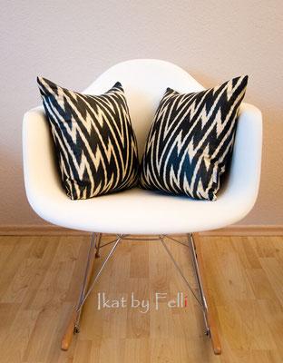 IKAT Kissen auf Stuhl zickzack