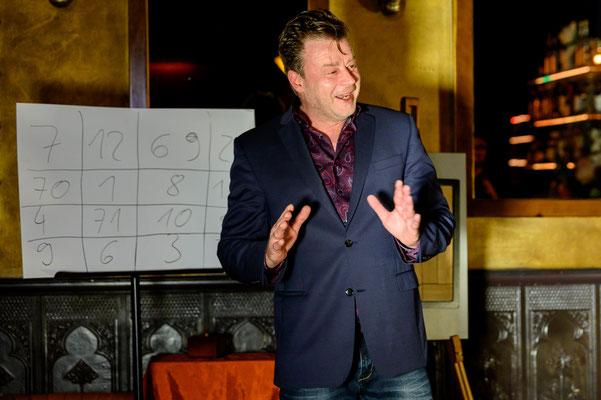 Zauberer in Rastatt ist außerordentlich adrett! Er verwöhnt Sie und Ihre Gäste mit viel Humor, Zauberei und Mentalmagie im schönen Rastatt.