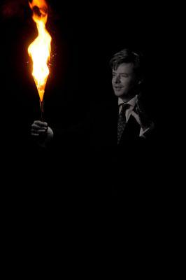 Zauberer Neunkirchen bezieht seine Zuschauer in seine Show mit ein und sorgt für eine herausragende, unvergessliche Wohlfühl-Atmosphäre, den Sebastian Sener Appeal