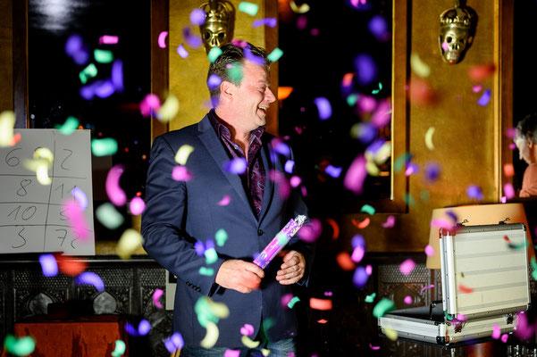 Der Magier in Merzig macht Ihre Veranstaltung zur Perle des Staunens. Sebastian führt charmant und gekonnt durch den Abend.