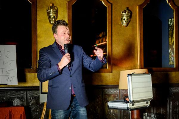 Magier in Tübingen - Sebastian Sener - Zaubermeister! begeistert und fasziniert Ihre Zuschauer auf Geburtstag, Hochzeit und Firmenfeier! Jetzt auch mit seiner Zauber- und Hypnoseshow in Tübingen jetzt anfragen!