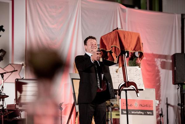 Der Zauberer in Kassel zeigt eine anspruchsvolle Unterhaltungsshow, die die Erinnerung Ihrer Gäste bis ans Lebensende fesselt.