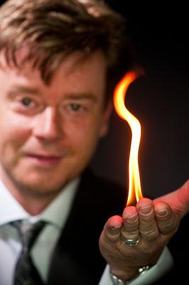 Der Zauberer in Dresden inszeniert Zaubershows für den Genuss! Starten Sie durch in die Welt der Magie! Mirakulöses mit dem Zaubermeister.