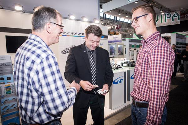Der Mentalist in Bremen bezieht Ihre Produkte oder Dienstleistungen in seine Tricks mit ein, so dass diese im Mittelpunkt stehen.