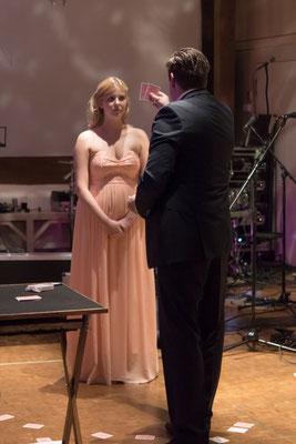 Zauberer in Schweinfurt lockert Ihre Hochzeit auf, sodass selbst Ihre Gäste bestens unterhalten werden!