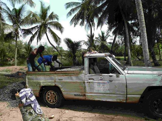 Anlieferung von Steinen und Zement ist nur mit 4WD nur möglich.