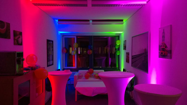 DJ für private Feier - tolles Uplighting mit LED-Strahlern