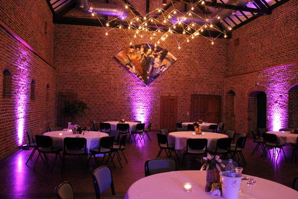 Uplighting auf einer Hochzeitsfeier auf Schloss Burgau in Düren
