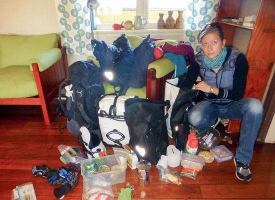 All our luggage in one big heap... / All unser Gepäck auf einem Haufen...