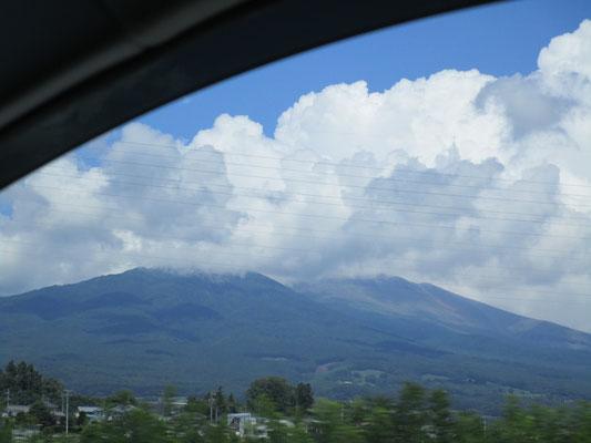 浅間山が見えると長野県に来た、と言う気がします。