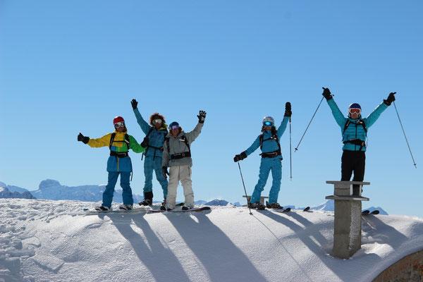 Ecole de ski et de snowboard sur piste et hors piste