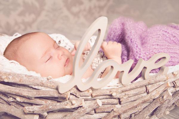 liebevolle Newbornfotos, Neugeborene, Babyfotos, Fotostudio, Thüringen, Bayern