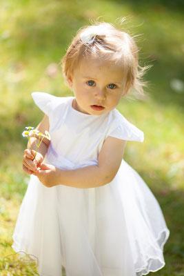 Blümchen, Sonne, Sommer, weißes Kleid, kleines Mädchen, Sonnenschein