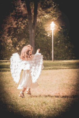 Es werde Licht, Engelchen, Schein, Kraft, Mädchen, Liebe,