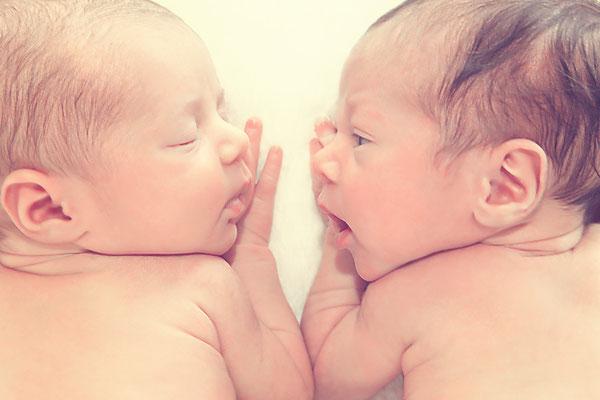 süße Zwillingsfotos, Newborn, Fotostudio, twins, Fotograf, Thüringen, Suhl, Zella-Mehlis