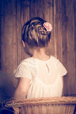 Mädchen, Blume im Haar, Flechtfrisur, Kinderfoto, Fotoaktion