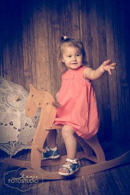 Schaukelpferd, Kinderfoto, Sonnenschirm