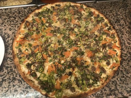das ist keine pizza !!! das ist eine pide !!!! kommt mit euren fragen am besten persöhnlich vorbei !!