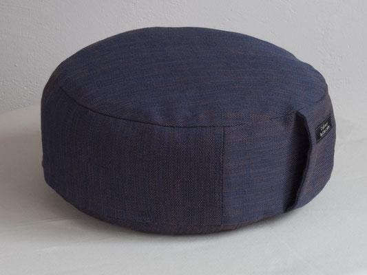 flacheres rundes Meditationskissen by Ester Cohen in Berlin Schöneberg - blau violett