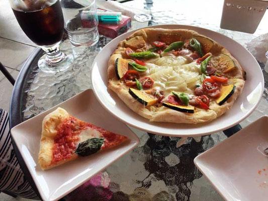 マルゲリータと季節の野菜ピザ