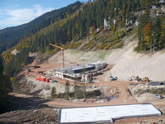 Erweiterung des Skigebietes Tauplitz Mitterstein   Geotechnische Bauaufsicht während der Herstellung des Speicherteiches, sowie des Parkplatzes im Bereich der Talstation des neu errichteten Liftes Beurteilung der Liftstützenfundamente und der Fundierungen