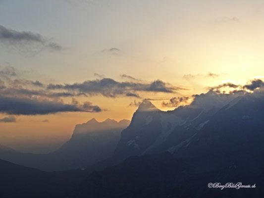 Wetterhorngruppe und Eiger im Aufstieg zum Morgenhorn
