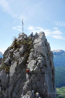 Abseilen in die Scharte zwischen Adlerspitzli und Geissstock - alternativ könnte auch abgeklettert werden.