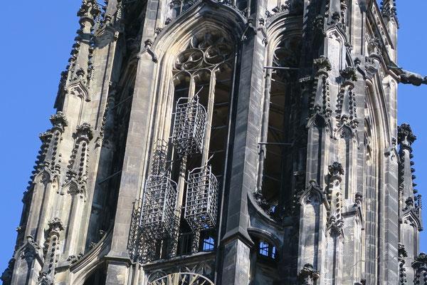 Eine Besonderheit der Kirche sind drei am Turm befestigte Eisenkörbe. In ihnen wurden 1536 die Leichname der drei hingerichteten Anführer des Täuferreichs von Münster zur Schau gestellt, nachdem sie öffentlich gefoltert und getötet worden waren.