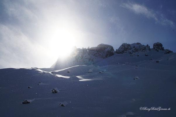 Sonne und Schneegestöber