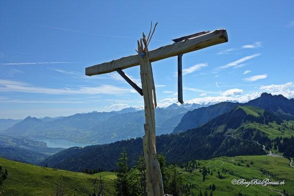 Geblitzt - Gipfelkreuz am Rotspitz