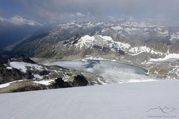 Sicht hinunter auf den Rhonegletscher