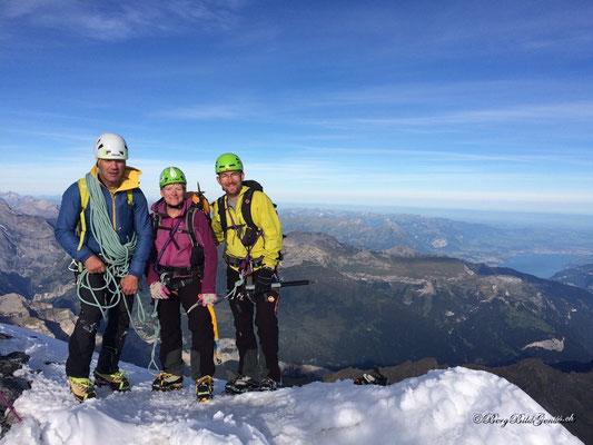 Der Gipfel ist erreicht - irgendwie können wir es noch gar nicht fassen...