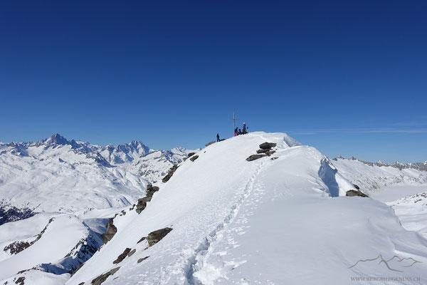 Bald am Gipfel des Grossen Muttenhorns