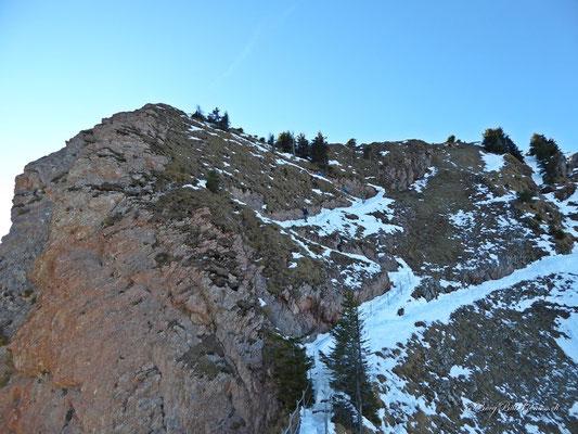 Totenplangg - der Weg ist schneebedeckt und teilweise rutschig.