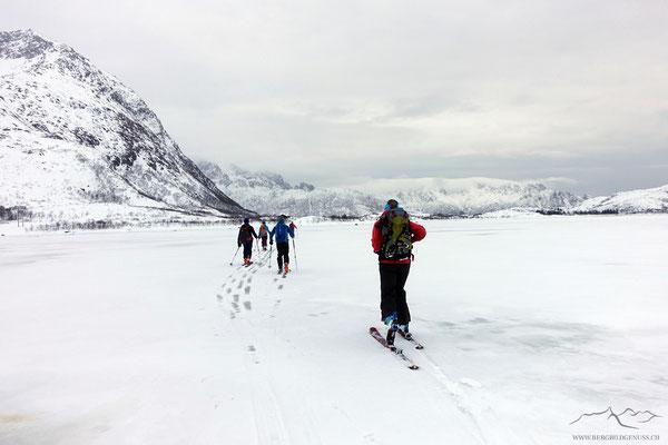 Zurück geht es über den gefrorenen See...