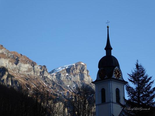 Pfarrkirche und Forstberg im Hintergrund