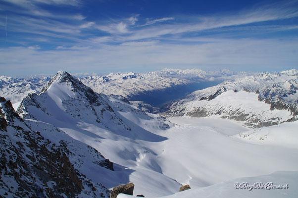 Aussicht über den Rhonegletscher ins Goms