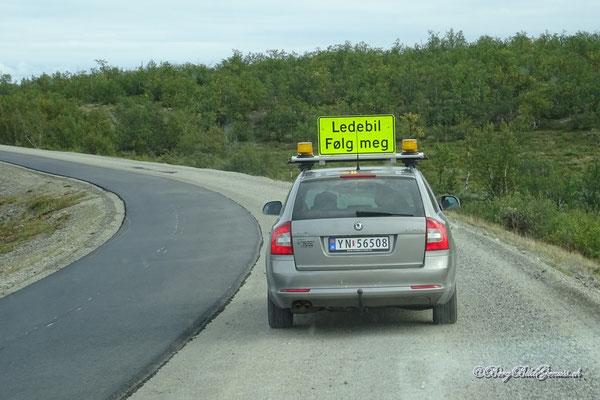 In Norwegen fährt man nicht alleine durch grössere Baustellen - man wird geführt.
