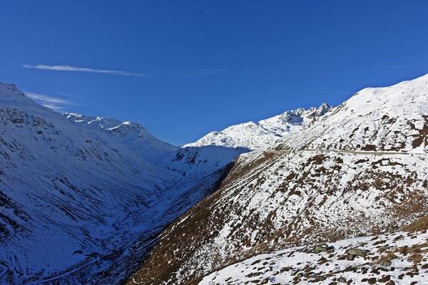 Sicht in Richtung Furkapass...sieht schon etwas mager aus, der Winter...