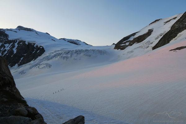Zarte Farben des Morgens auf dem Gletscher...