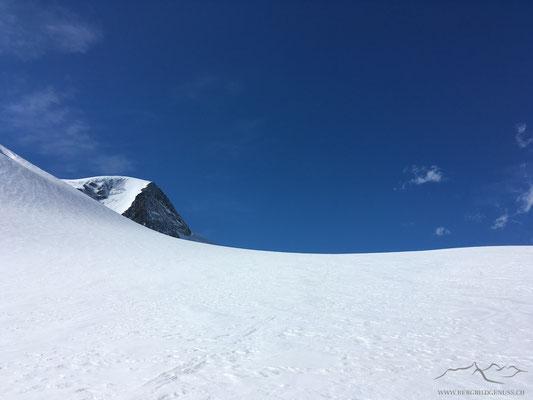 Gwächtenhorn über einer Gletscherparabel