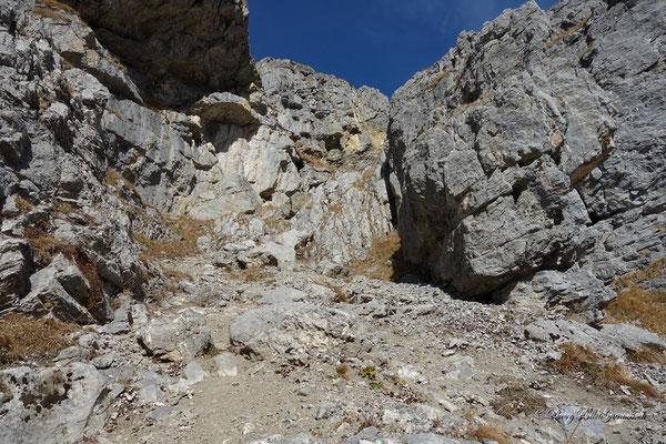 Die besagte Aufstiegsrinne über der Geröllhalde