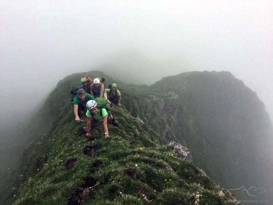 Truppe im Schlussanstieg zum Gipfel (Foto Otmar)